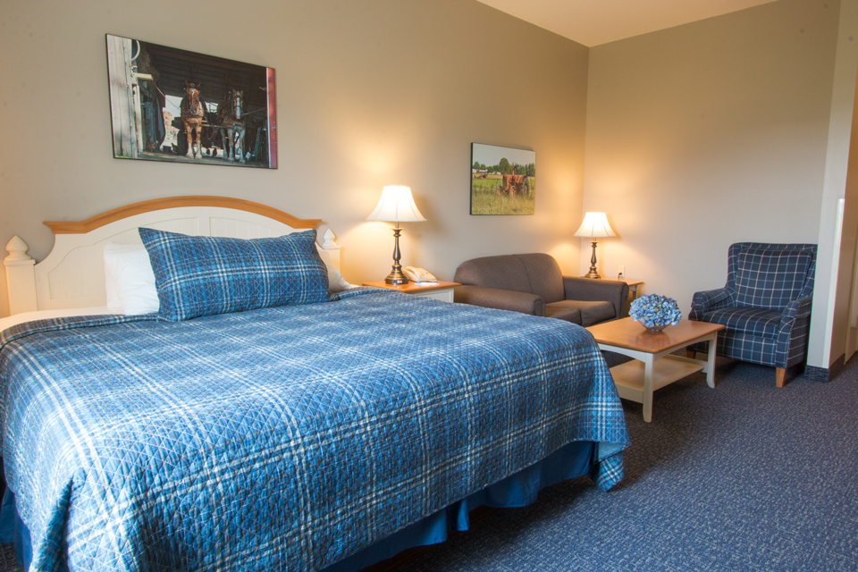 Room Descripions and Pictures | Blue Gate Garden Inn | Shipshewana ...